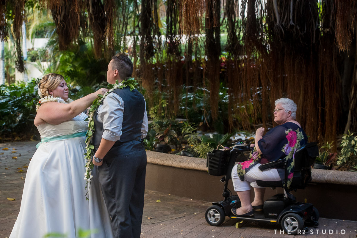 0188-ad-same-sex-oahu-hawaii-wedding-photo-2016ther2studio