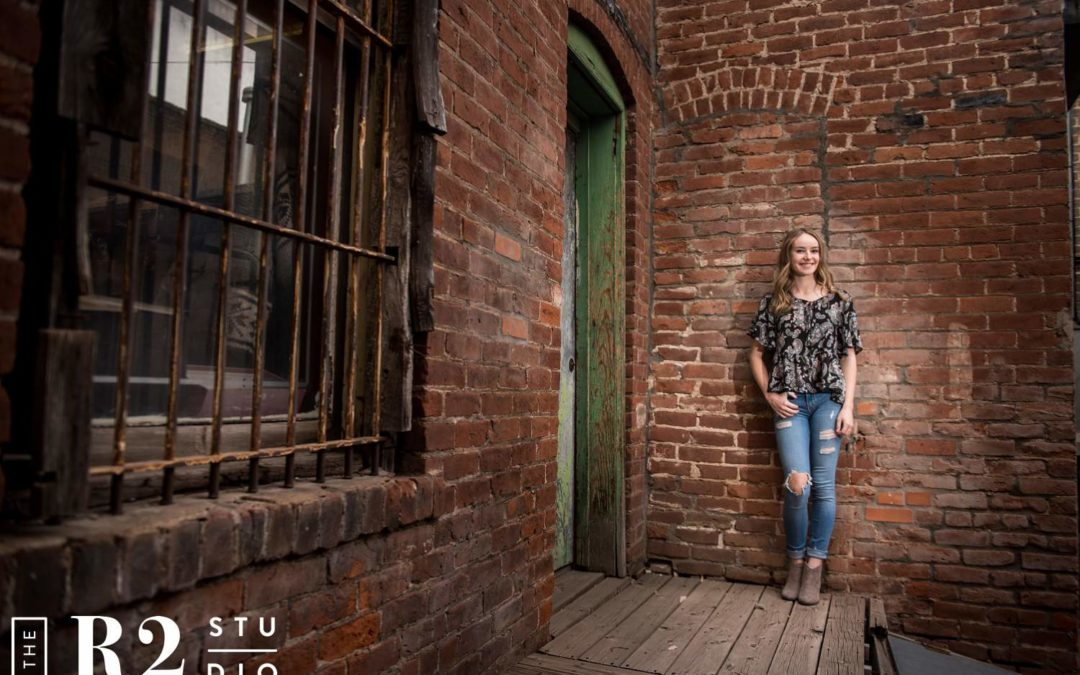 Ava's Mini Senior Session with the R2 Studio